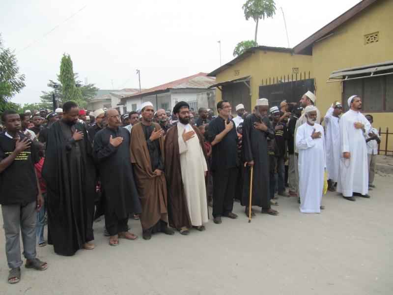 راهپیماى شیعیان مسجد امیر المومنین اربعین ۸۹ (۱)