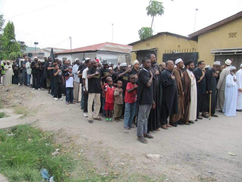 راهپیماى شیعیان مسجد امیر المومنین اربعین ۸۹ (۳)